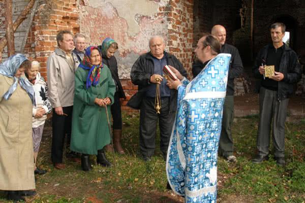 Первая служба в храме села Пречистое